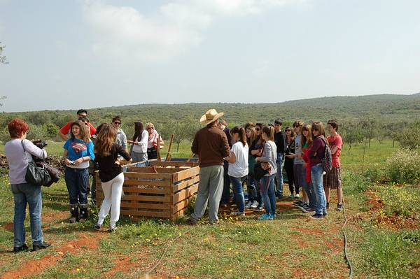 1f. Walking tour around the farm for the 2nd Highschool of Agioi Anargyroi (Attica). The school visited Eumelia on a day trip.