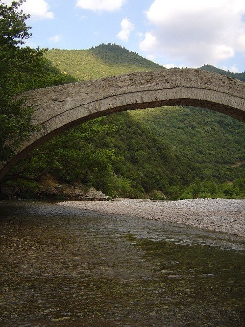 The Viniani Bridge in Evrytania, Central Greece. There are over 1500 listed stone arch bridges in Greece. (Photo by N. Dologlou for agrotravel.gr)