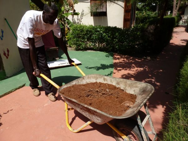 3h3. This is Babacar our room cleaner, the job of emptying the toilet chambers falls to him every 6 months, as you can see, he is quite proud that he gets to deliver the base for excellent compost direct to an eagerly waiting gardener.
